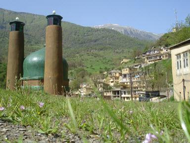 """امامزاده عین علی و زین علی ؛ این امامزاده در 1600 متری شرق ماسوله در محلی به نام """"اشکلت"""" واقع است"""