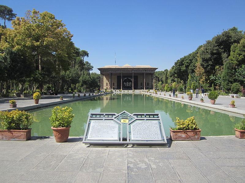 چهلستون اصفهان,تصویر بنای چهلستون,بنای چهلستون,بنای زیبای چهلستون