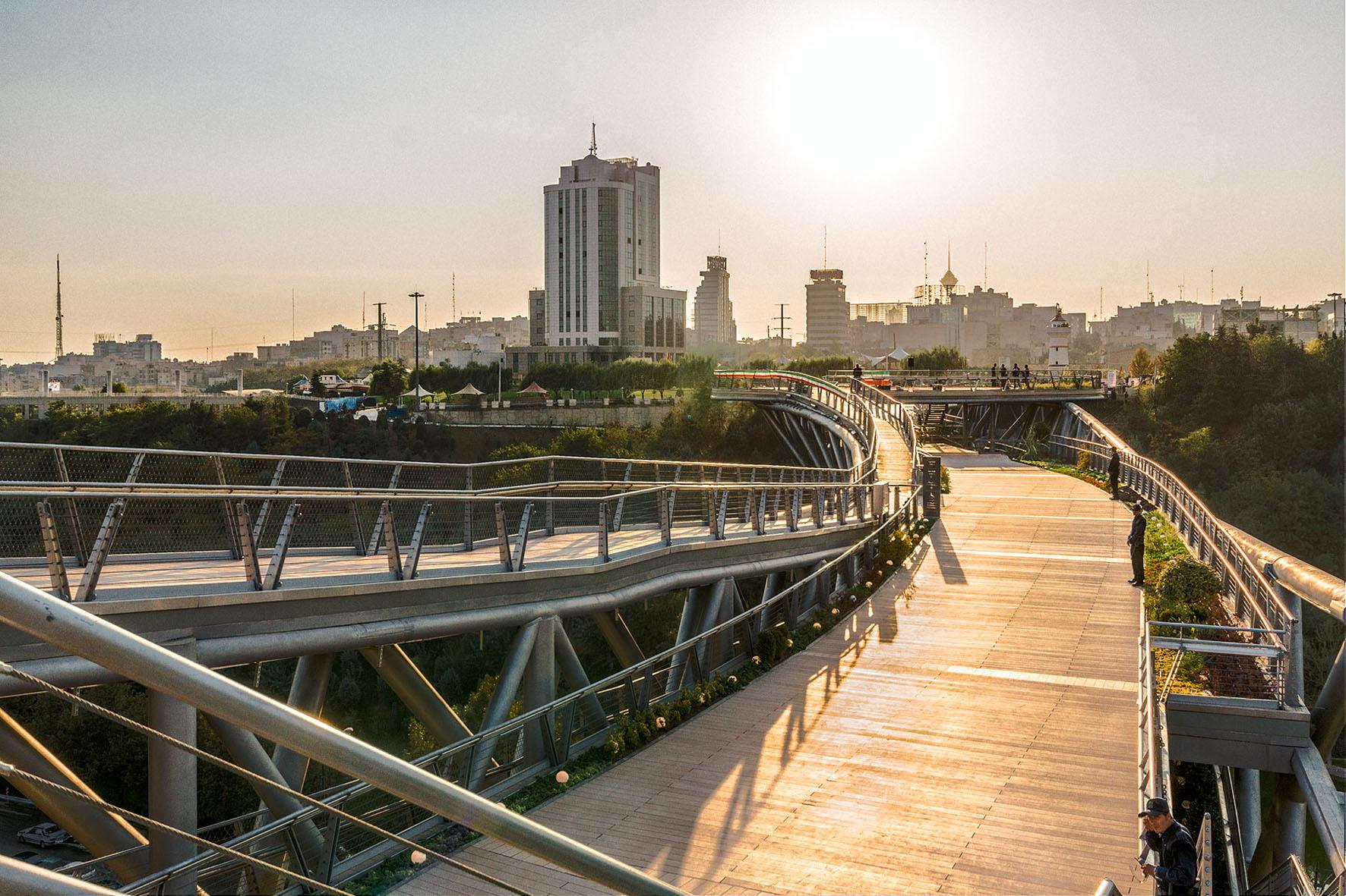 مسابقه معماری,معماری,parsacad,parsacad.com,پارساکد,لیلا عراقیان طراح پل طبیعت تهران,