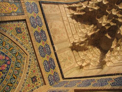 تزئینات مسجد و مدرسه آقابزرگ کاشان,تزئینات در معماری,تزئینات بنای مسجد و مدرسه آقابزرگ کاشان,کاشی کاری مسجد و مدرسه آقابزرگ کاشان