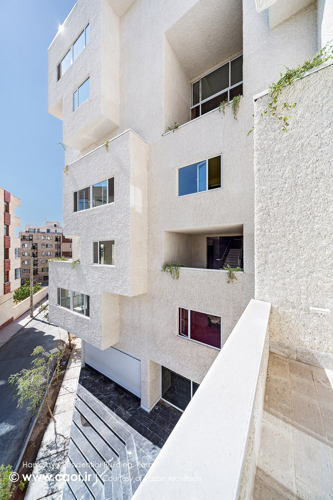 بالکن مجتمع مسکونی,نمای ساختمان مسکونی همسایه,نمای مجتمع مسکونی,طراحی نمای مجتمع مسکونی