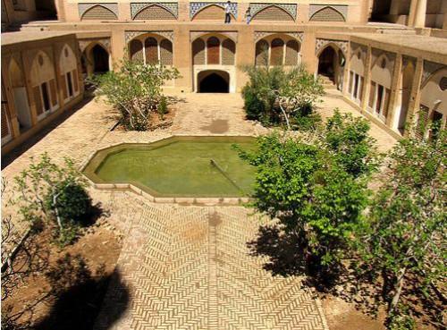 گودال باغچه مسجد و مدرسه آقابزرگ کاشان,گودال باغچه,گودال باغچه در معماری