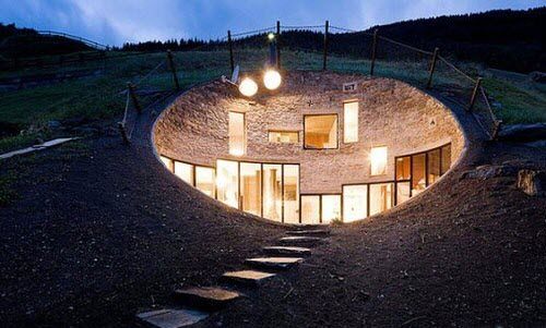 دلیل تأکید بر اهمیت معماری زیر زمینی ، گذشته از دلایل فضایی و زیبا شناختی ، فواید علمی آن است