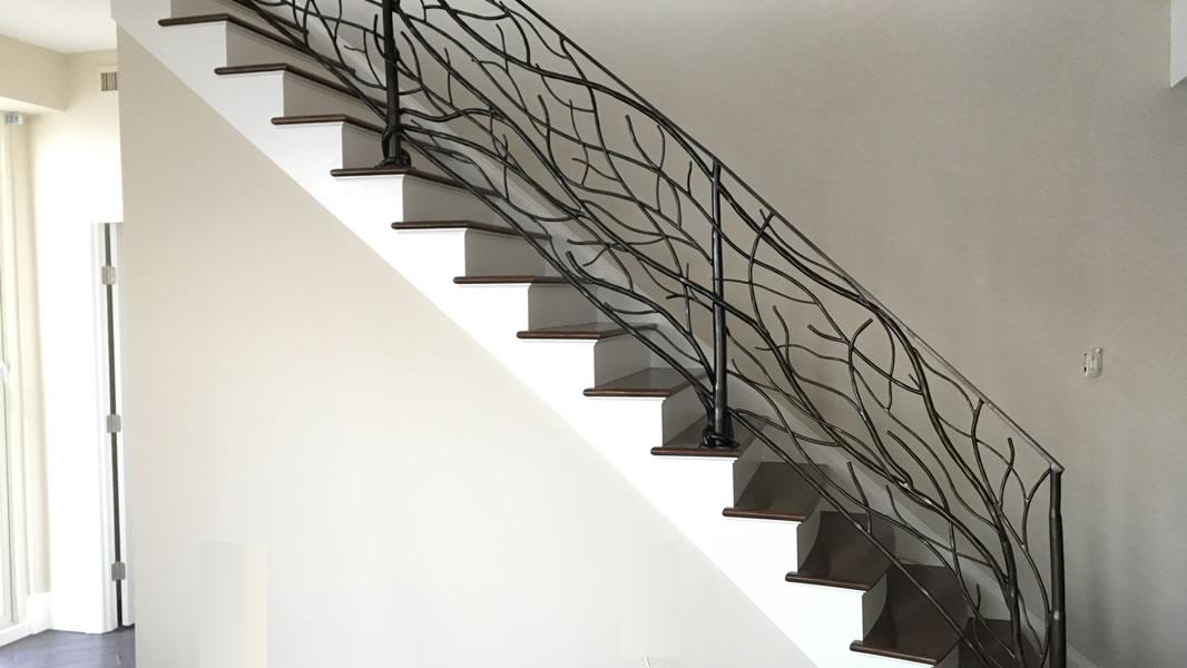 راه پله مدرن و زیبا,انواع راه پله,طراحی راه پله,نرده محافظ راه پله