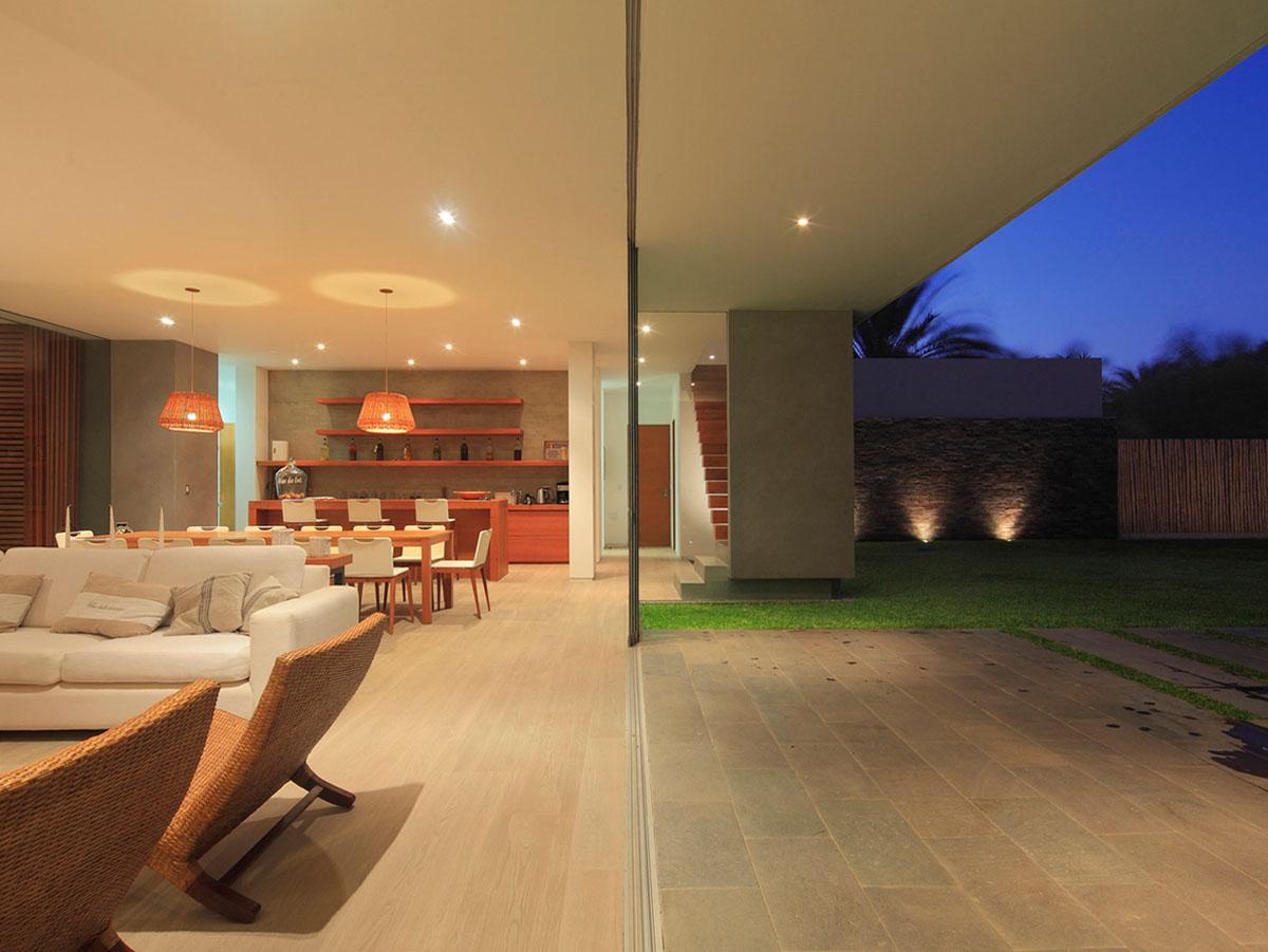 معماری خانه,طراحی خانه,طراحی داخلی خانه,خانه های معاصر پرو,مرز بین داخل و خارج در خانه,معماری داخلی خانه,دیزاین خانه,معماری و اجرای خانه