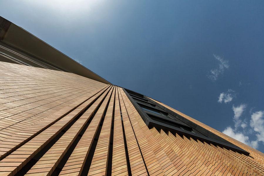ساختمان اداری صبا اثر بابک خباز(دفتر هفت هور) و بابک قلی زاده(دفتر معماری اسباد)